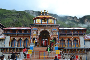 Badrinath_Temple_(front_view)