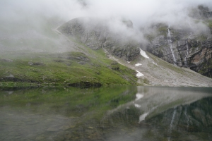 The Hemkund besides Shrine